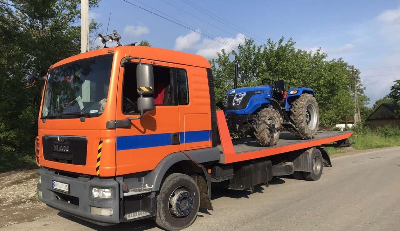 Transportation of a tractor across Ukraine